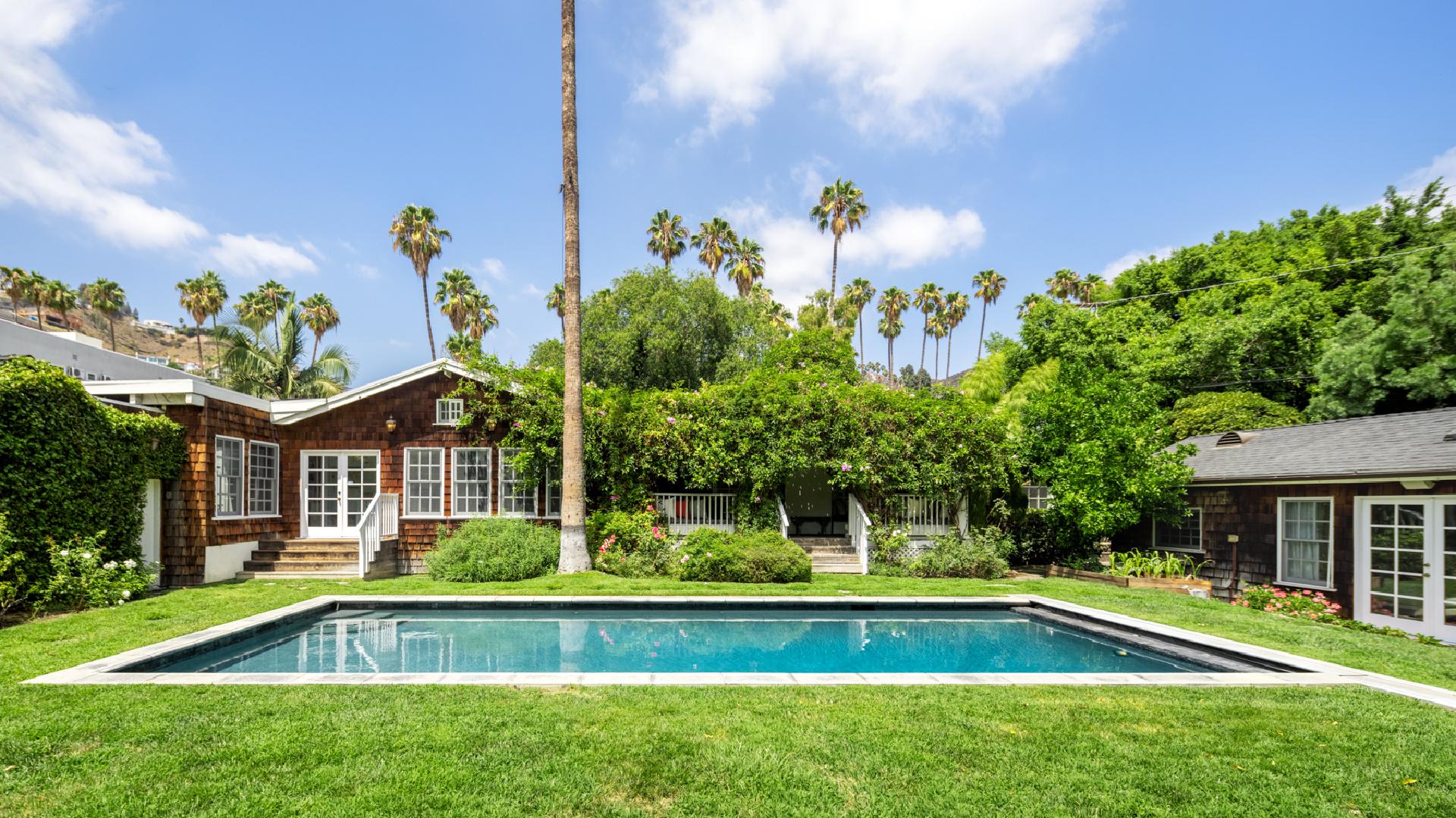 1640 N. Genesee Avenue     |     Sunset Square Los Angeles CA  | Jonah Wilson