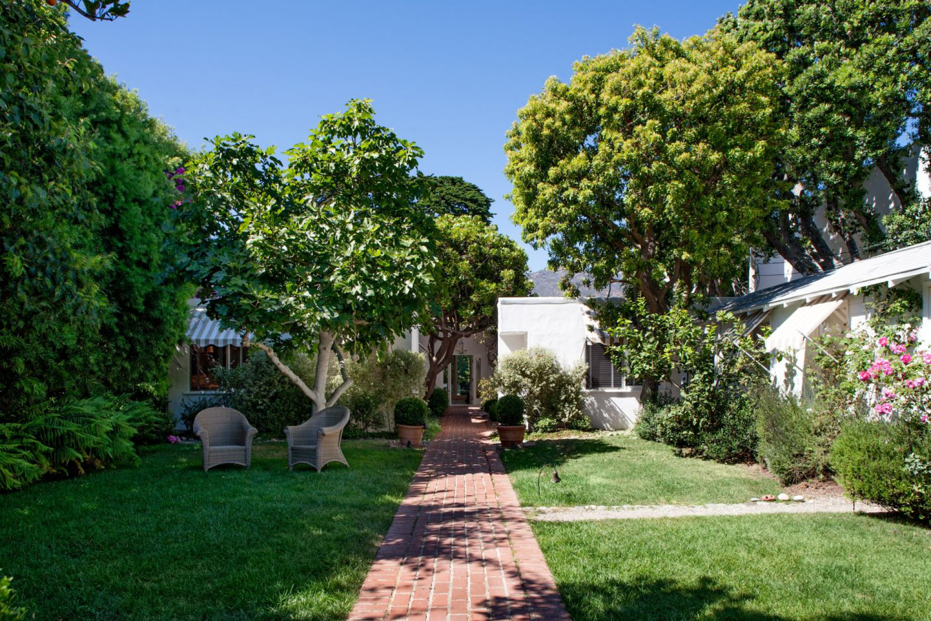Malibu Colony Cottage  |  Malibu Malibu - For Lease CA  | Jonah Wilson